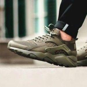 Nike Huarache Shoes Olive Green men's 10.5 New